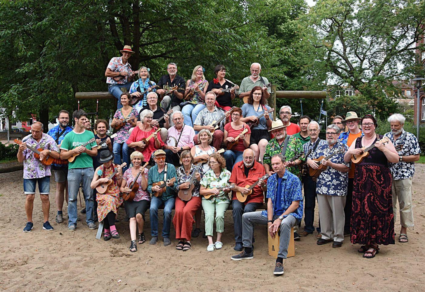 Gruppenphoto 1. Bremer Ukulelenorchester