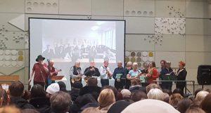 1. Bremer Ukulelenorchester auf der Bühne